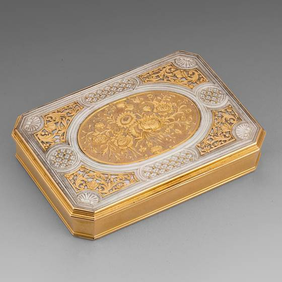 A Louis XV Gold & Mother-of-Pearl Snuff Box