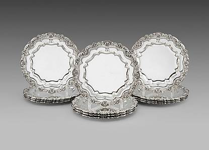 A Set of 12 George III Dinner Plates