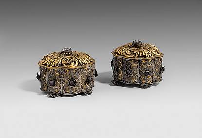 A Pair of Filigree and Gem-set Toilet Boxes and Covers