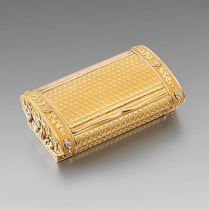 A Vari Colour Gold Snuff Box