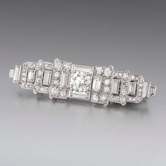 An Art Deco Diamond Scarf Grip/Brooch