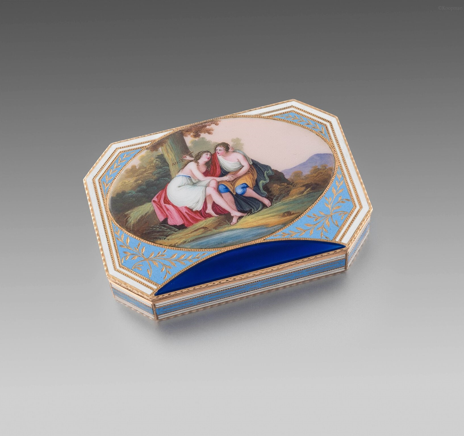 An Early 19th Century Snuff Box