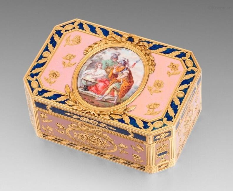 A French Gold & Enamel Snuff Box