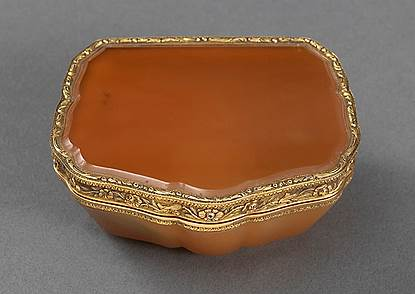 A German Vari-Colour Gold & Agate Snuff Box