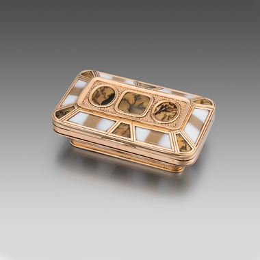 An English Gold Mounted Banded and Moss Agate Box