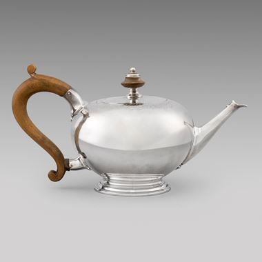 A English 'Bullet' Teapot