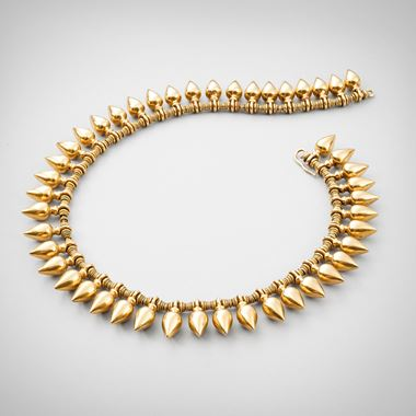 An Elegant Etruscan Revival Gold Necklace